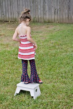 Ruffle Pants sewing tutorial for kids - or what us old people call bell-bottoms.