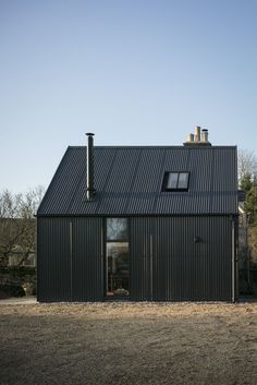 Eastabrook Architects adds corrugated metal extension to Cotswolds cottage Steel Cladding, Steel Siding, House Cladding, Exterior Cladding, House Siding, Black Cladding, Cottage Extension, Black House Exterior, Casa Real