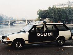 #Peugeot 305 Break Police