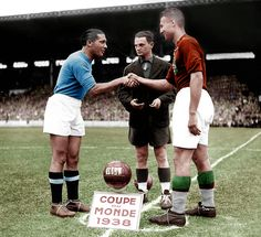Italy 4 Hungary 2 in 1938 in Paris. The captains, Giuseppe Meazza and Gyorgy Sarosi, meet before the World Cup Final. Iran Football, World Football, School Football, Football Kits, Sport Football, Association Football, Most Popular Sports, Everton Fc, World Cup Final