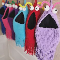 Ravelry: Yip Yips (crochet) pattern by Carissa Browning Christmas Knitting Patterns, Knitting Patterns Free, Knit Patterns, Free Pattern, Bead Crochet, Crochet Hooks, Irish Crochet, Crochet Scarves, Crochet Clothes