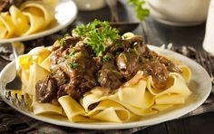 Move over beef, this stroganoff is filled with tender pieces of venison. Hearty venison stroganoff, the perfect weeknight meal. Crock Pot Recipes, Slow Cooker Recipes, Beef Recipes, Pasta Recipes, Beef Tips, Venison Stroganoff, Healthy Beef Stroganoff, Chicken Stroganoff, Mushroom Stroganoff