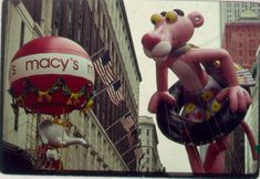 9 Vintage Macy's Thanksgiving Parade Balloons Der rosarote Panther Macys Thanksgiving Parade, Happy Thanksgiving, Vintage Thanksgiving, Pink Panter, Parade Route, New York, The Balloon, The Good Old Days, Vintage Photos