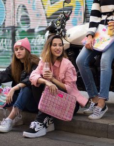 funda-portatil-rosa-tweed-9 Unisex, Pretty In Pink, Tweed, Street Style, Notebook Covers, Urban Style, Street Chic, Street Styles, Fashion Street Styles