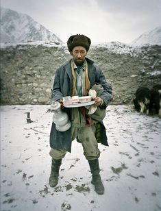 The High Altitude Diet of Afghanistan's Nomads > Picture of a man carrying a tray of tea