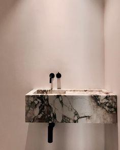 136 vind-ik-leuks, 3 reacties - IL GRANITO (@il_granito) op Instagram: 'Casa RR Interior by @vandervelpen Natural stone by #IlGranito #marble #sink #Vola #Faucet…'