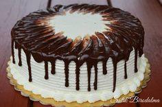 Szuper feketeerdő torta, melyet nagyon különlegesen díszítettem. Ezt a technikát Patakiné Sztanyik Ritának köszönhetem, aki megengedte,... Sweet Recipes, Cake Recipes, Dessert Recipes, Torte Cake, Hungarian Recipes, Cakes And More, No Bake Cake, Food Dishes, Food To Make