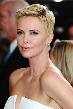 Admirable Charlize Theron Bravely Steps Out After New Buzz Cut Reveals Salt Hairstyles For Men Maxibearus