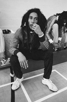 Jamaican singer-songwriter Bob Marley - takes a break during a football match against a team led by fellow reggae artist Eddy Grant, Hammersmith Leisure Centre, London, July Bob Marley Legend, Reggae Bob Marley, Reggae Style, Reggae Music, Bob Black, Bob Marley Pictures, Marley Family, Rasta Man, Jah Rastafari