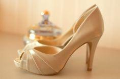 ♥♥♥  Spaço Criativo Fundada em meados de 2009, a Spaço Criativo é uma empresa especializada em calçados de noivas e festas, fabricados para mulheres que procuram sapat... http://www.casareumbarato.com.br/guia/spaco-criativo/