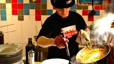 La Tana, heel klein Italiaans restaurantje waar ene broer kookt en de andere broer serveert. In een mengeling van Engels, Frans, Nederlands praat je over eten, maar vooral over bier. Echte Italiaanse keuken, heel pittoresk, vriendelijke bediening, vers eten en lekker bier.   Rue de l'Enseignement/ Onderrichtstraat 10 – 1000 Bruxelles
