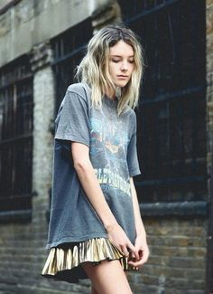 trying to get ideas for wearing an oversized tee... a soft, oversized vintage tee worn with a feminine ruffled skirt