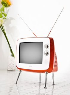 """This TV is so """"space age '50's it looks as if it could fly"""