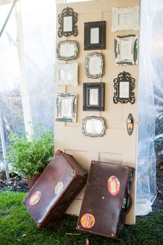 Vintage picture frames with table seating arrangements!