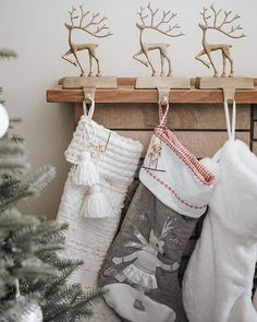natalie + ivy в Instagram: «Looking at these stockings makes me realise I forgot to buy something to go inside them 🤷🏻♀️» Christmas Stockings, Christmas Gifts, Diy Advent Calendar, Linen Bag, Ivy, Rustic, Holiday Decor, How To Make, Stuff To Buy
