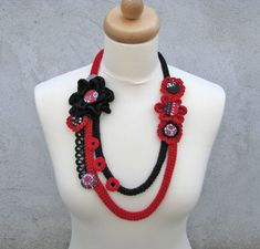 Hand crochet necklace black/red