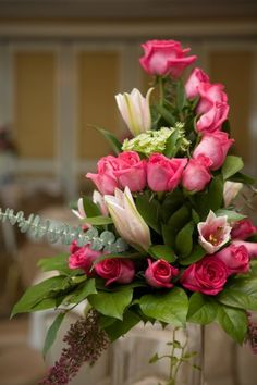 Idea of having roses in an arrangement winding upwards