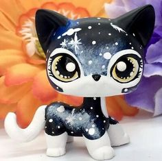 Its new look is the result of high-quality acrylic paints and clear coat seal, it& eyes were also sealed with a glossy cover, see enlarged pictures for detail. Lps Littlest Pet Shop, Little Pet Shop Toys, Little Pets, Lps Dog, Lps Cats, Lps Shorthair, Lps Clothes, Custom Lps, Painted Shorts