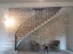 Ideas for exterior stairs villa House Columns, House Stairs, Bedford House, Siding Colors For Houses, Caribbean Homes, Brick Interior, Stone Stairs, Exterior Stairs, Corner House
