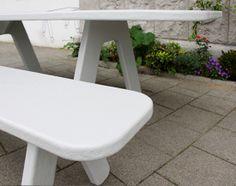 POW light grey design table for inside and outside | Licht grijs design tafel voor binnen en buiten. http://tafel-design.nl/Picknick-on-Wheels-p-16413.html