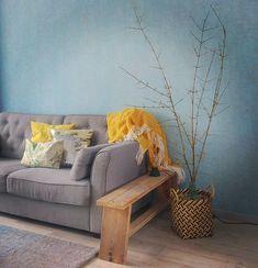 Voorjaar in huis met bloesemtakken