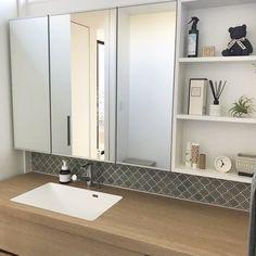 #ステムズミラーボックス #ミラーキャビネット #サンワカンパニー Washroom, Bathroom Medicine Cabinet, Double Vanity, Interior, House, Furniture, Home Decor, Instagram, Yellow
