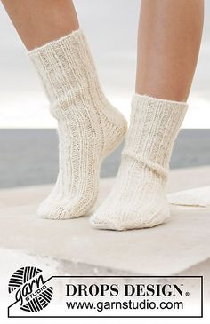 Sandy Feet - Knitted socks in DROPS Fabel and DROPS Brushed Alpaca Silk. Worked top down with rib and stockinette stitch. Sizes = 5 – 10 - Free pattern by DROPS Design Drops Design, Sweater Knitting Patterns, Knitting Socks, Baby Knitting, Alpaca Socks, Wool Socks, Crochet Socks, Knitted Slippers, Knitted Bunnies