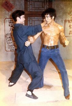 Bruce Lee was murdered - I have to establish the history before I get to the motive. It was stated back in 1973 (the year of his death) by none other than James Coburn (who wanted Bruce to film The Silent Flute for Ce… Bruce Lee Art, Bruce Lee Martial Arts, Shaolin Kung Fu, Brandon Lee, Martial Arts Movies, Martial Artists, Eminem, Bruce Lee Training, Bruce Lee Pictures