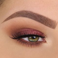The 2nd look that will be in tomorrow's video! Product details: @benefitcosmetics precisely my brow pencil in shade 3 and ready, set, brow! clear brow gel @maccosmetics soft ochre paint pot @kyliecosmetics the burgundy palette @houseoflashes spellbound lashes