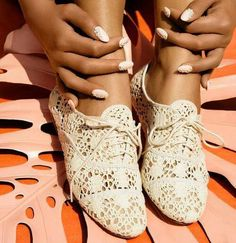 Lace Oxfords. This is definitely a trend I want to try. I'm nervous about it, but I'm a firm believer that you can pull off anything with the right outfit.