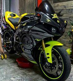 Yamaha R1, Ducati, Keanu Reeves Motorcycle, Duke Motorcycle, Motorcycle Outfit, Cool Motorcycles, Bmx Bikes, Cool Bikes, Suzuki Gsx