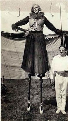 21 Vintage Clown Photos That Will Make Your Skin Crawl If u are afraid of clowns.don't look! Dark Circus, Old Circus, Night Circus, Vintage Bizarre, Creepy Vintage, Vintage Clown, Vintage Halloween, Victorian Halloween, Vintage Carnival