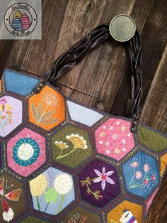 bolso de hexagonos bordados