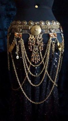 Tribal Belt Imani///////////////////// /////////// ///////////////////////wow,,,different Belly Dance Belt, Belly Dance Outfit, Belly Dance Costumes, Belly Dancers, Tribal Fusion, Tribal Jewelry, Bohemian Jewelry, Boho, Costume Tribal