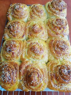 Hellena  ...din bucataria mea...: Melci cu cas de oaie sau branza telemea Sweets Recipes, Sprouts, Feta, Deserts, Goodies, Food And Drink, Pizza, Bread, Vegetables