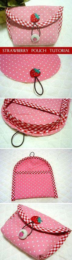Strawberry pouch. DIY Tutorial Instruction. Purse with a button clasp. http://www.handmadiya.com/2016/01/strawberry-pouch-tutorial.html