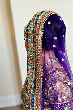 Beautiful embroidery on the duppata of a net sari Pakistani Bridal, Indian Bridal, Indian Dresses, Indian Outfits, Indian Clothes, Asian Bridal Wear, Blue Purple Wedding, Indian Groom, Bride Indian