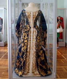 Russian 19th c . court dress, most likely belonging to Maria Feodorovna, last dowager empress of russia.