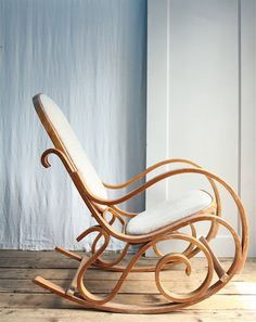 This bentwood rocker from the 1970s looks both impossibly lovely and…