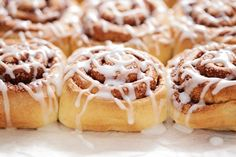 These Copycat Cinnabon Cinnamon Rolls are about the closest you'll get to the real thing! Soft, chewy cinnamon rolls with a cream cheese icing that melts in your mouth. Cinnabon Cinnamon Rolls, Best Cinnamon Rolls, Best Sweet Roll Recipe, Ww Recipes, Sweet Recipes, Receta Pan Brioche, Cinnamon Roll Frosting, Honey Buns, Ww Desserts