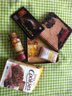 """Box #10 Suisse (Switzerland) ===> France  Cookies Double Choco Chocolat suisse """"Frey"""" 72% (Swiss 72% dark chocolate) Mélange de condiments pour poulet rôti (spices mix for roast chicken) Sel rose d'Himalaya ( Pink salt from Himalaya) Anchois aux câpres ( Anchovies with capers)"""