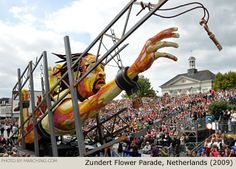 The animation on this enormous float was amazing. An underwater escape artist nervously reached as the key floated away. Bloemencorso Zundert, Netherlands (2009)