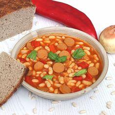 Luštěniny zařazujeme do našeho jídelníčku často a jeden z našich oblíbených receptů je FAZOLOVÝ BUŘTGULÁŠ. Náhrada klasické klobásy dnes není tak problematická, lze jej připravit i na veganský způsob. Chana Masala, Ethnic Recipes, Food, Meals, Yemek, Eten