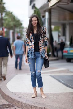 How to wear a floral blazer and make a splash in spring. 15 Street style, floral blazers outfit ideas for ladies. Batik Fashion, Fashion Moda, Love Fashion, Womens Fashion, Fashion Trends, Street Style Looks, Looks Style, Looks Cool, My Style