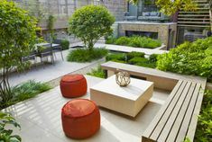 STYLISH URBAN GARDEN Location: Notting Hill, London, UK - this looks like a roof terrace so that's where I'm pinning it.