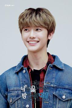 "[Swipe ⬅️] 190310 - Event Can u see blue tag on his shirt ? It's mean ""DaeGang"" ㅠㅠ Should I cal him Nana or Daegang🤔💚 Mark Lee, Yang Yang, K Pop, Nct 127, Sehun, Nct Dream We Young, Nct Dream Jaemin, Entertainment, Na Jaemin"