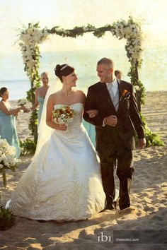 Beach Ceremony at The Sunset Restaurant - Malibu, California - Photography: www.thebecker.com