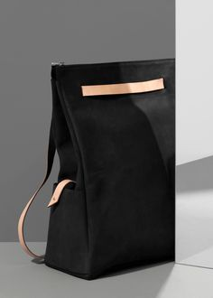 Two-colour bag - backpack / Dora Kloppenburg Sewing To Sell, Girls Bags, Fashion Bags, Women's Fashion, Fashion Design, Backpack Bags, Leather Shoulder Bag, Purses, Hand Bags