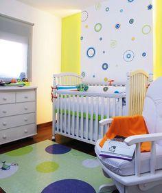 Portal Decoração - Quartos de bebê http://www.mimoinfantil.com.br/quarto-pequeno-de-bebe-adesivos-matrioskas/