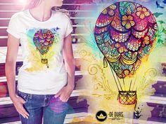 Camiseta com ilustração de balão de ar quente aquarela! Linda e feminina. Desenho exclusivo De duas, uma - www.deduasuma.com